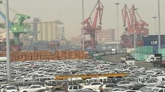 Xuất khẩu của Hàn Quốc giảm tháng thứ 10 liên tiếp trên các hàng thương mại, chip