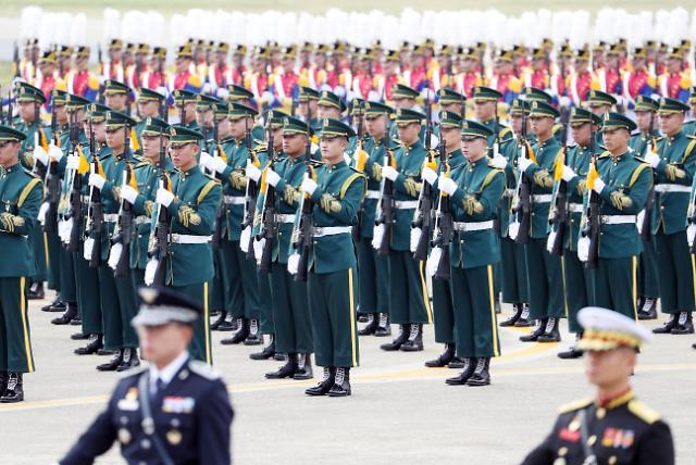 """韩国举行""""国军日""""纪念仪式 文在寅检阅军队"""
