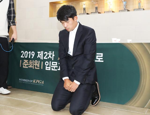 """김비오, 무릎 꿇고 눈물의 사죄…""""선수 이전에 먼저 사람 되겠다"""""""