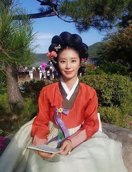 "[#SNS★] 이주빈, 고운 한복 자태 눈길 ""기방 에이스 매화수 인사드려요"" #녹두전"