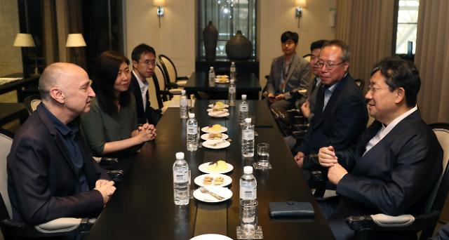 韩文化部长会见戛纳影展副委员长