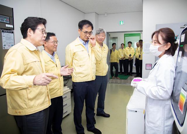 环境部长访问猪瘟检测机构