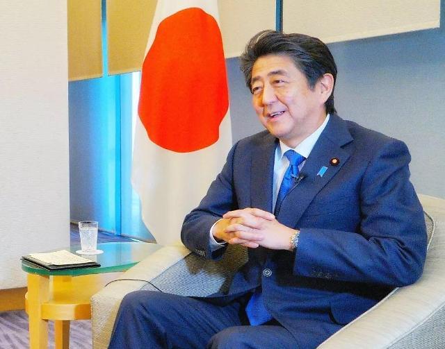 """日 아베 """"시진핑 訪日로 중일관계 새로운 장 펼치길 기대"""""""