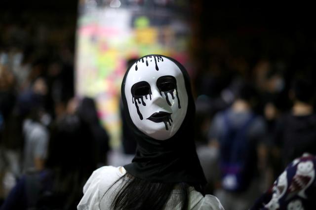 [광화문갤러리]  복면금지법 반대 홍콩 시위…,반중 정서, 최고조