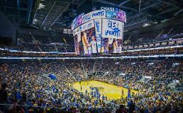 .三星电子为金州勇士新球馆提供巨型LED显示屏.