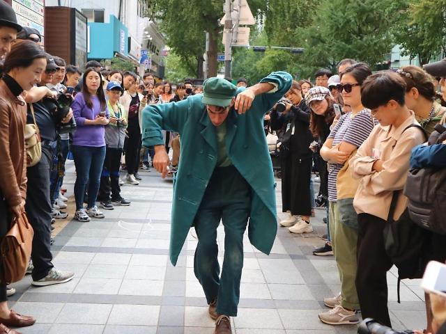 [김호이의 사람들] 도시 속 스케치북을 찾아 떠나는 거리 위 예술의 장