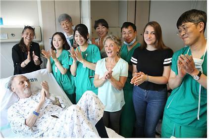남미 칠레에서 온 60대 환자, 2대1 생체간이식으로 새 삶