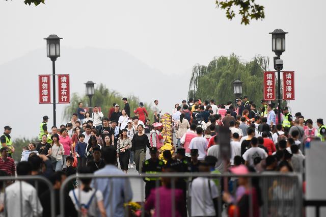 중국 국경절 소비 255조원…영화 박스오피스 폭발 증가