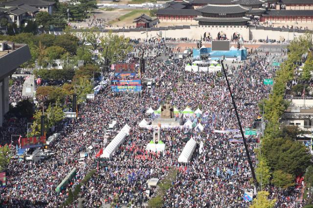韩国民众举行集会 要求法务部长官下台