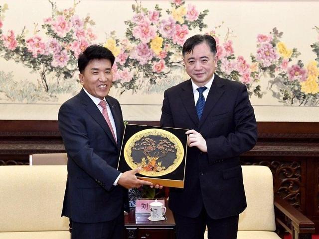 韩亚金融集团副会长成长春荣誉市民