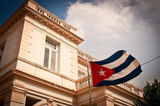 쿠바 43년 만에 대통령직 부활…디아스카넬 의장, 대통령으로