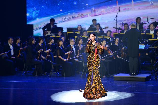 """艺术传递情谊——""""中日韩文化交流联合演出""""在青岛大剧院举行"""