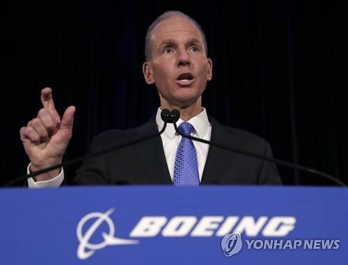 뮬렌버그 보잉 CEO, 737맥스 파장에 회장직 잃어