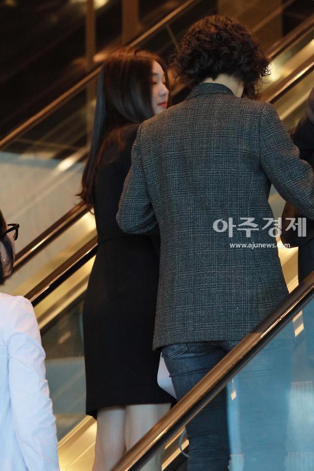 김연아, 단정한 블랙 원피스 하객패션 선봬(강남♥이상화 결혼식)