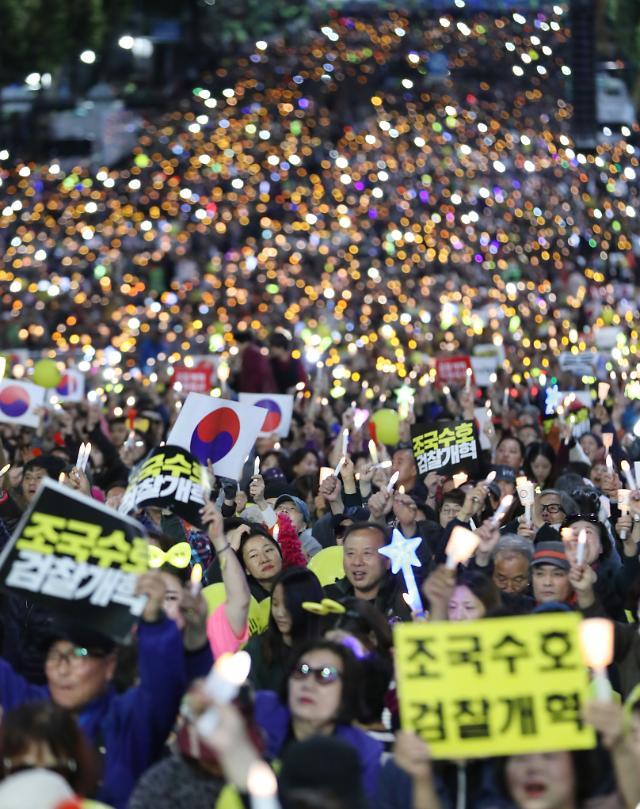 """[현장] 서초동 촛불문화제 """"집회 피로감 없다""""…""""윤석열 체포"""" 구호도"""