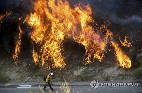 美 LA 인근 산불로 피해 속출...3명 사망