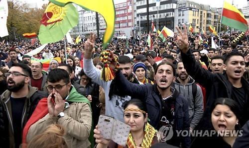 美 경제제재 위협·유럽 무기수출 금지에도 터키, 쿠르드 공격 계속