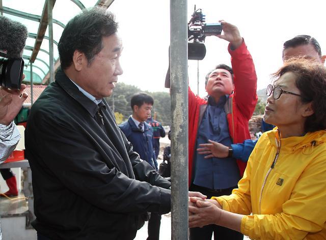 [포토] 태풍 이재민 격려하는 이낙연 총리