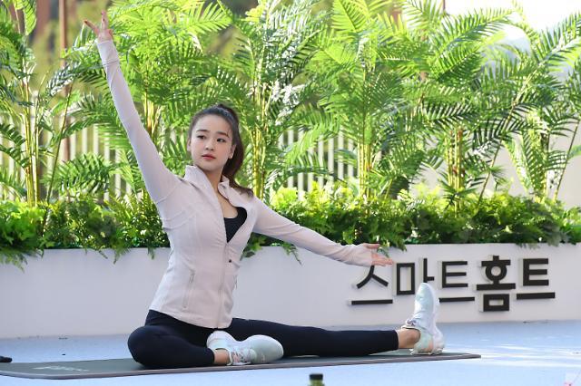 [포토] 운동법 알려주는 손연재