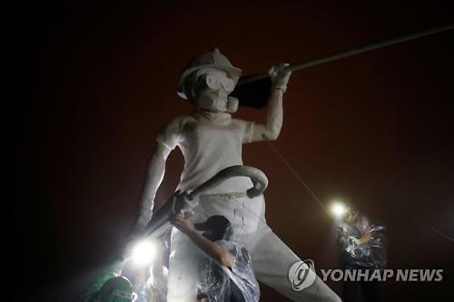 홍콩 시위대가 설치한 자유의 여인상 의미는?