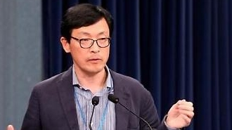 """이호승 靑경제수석  """"日수출규제 대응, 우리 산업 경쟁력 높이는 계기"""""""