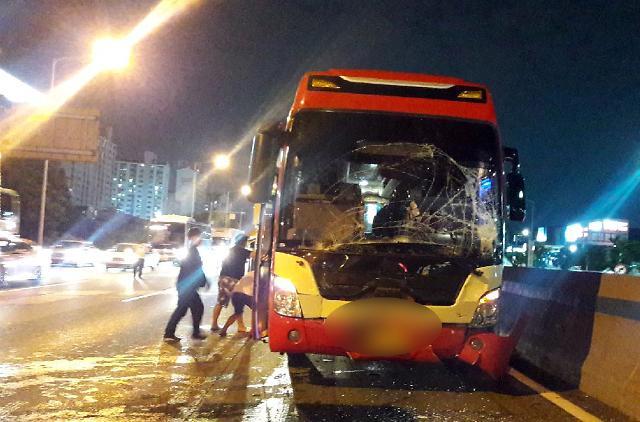 [포토] 경부 고속도로 버스 4중 추돌 사고