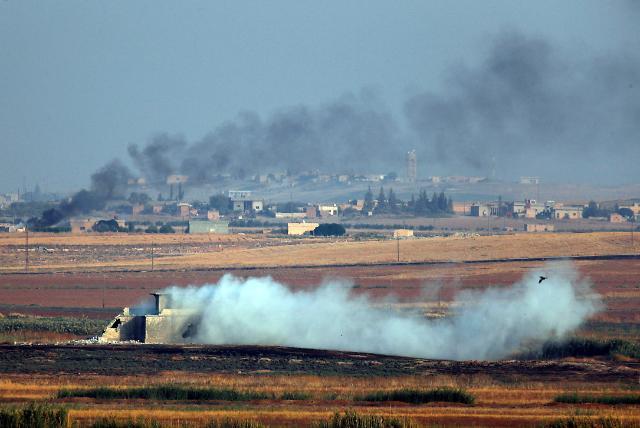 IS 포로 무더기 탈출 소식에…트럼프 터키·쿠르드, 허락해선 안돼