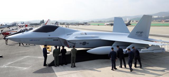 [포토] 베일 벗은 차세대 전투기(KF-X) 실물 모형