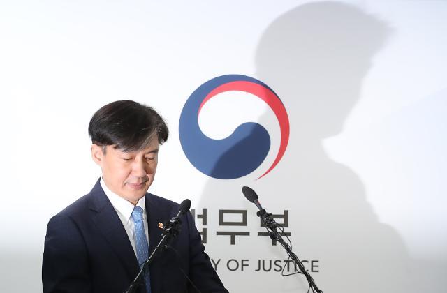 [슬라이드 화보] 조국 법무부장관 취임 35일 만에 전격 사퇴...출근에서 사퇴까지 너무 길었던 하루