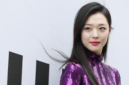 .韩国艺人雪莉自杀.
