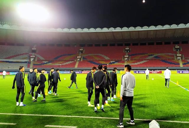 [포토] 평양 김일성경기장서 훈련하는 축구 대표팀