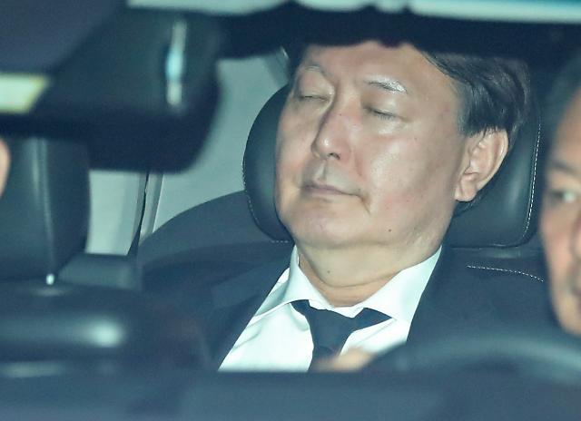 [포토] 검찰청사 나서는 윤석열 총장