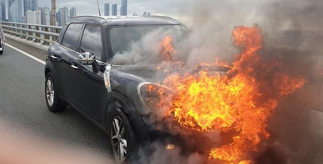 [포토] 불타는 승용차