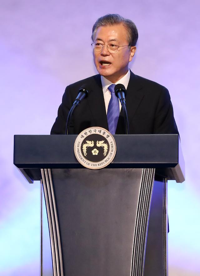 """文대통령 """"재외동포 경제단체 지원 확대...한인 경제인 헌신에 보답"""""""