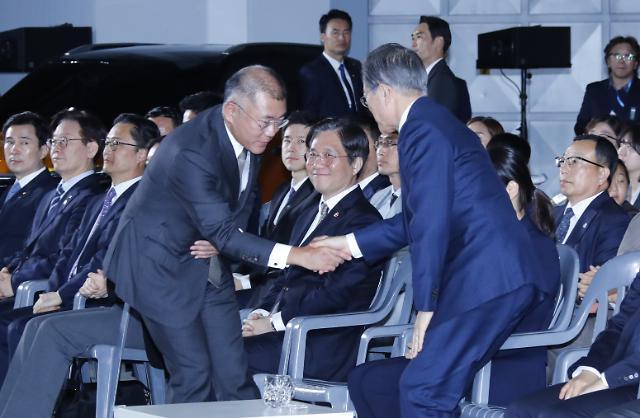 [슬라이드 화보] 이재용 이어 정의선 만난 文대통령…대기업 氣살리기 가속
