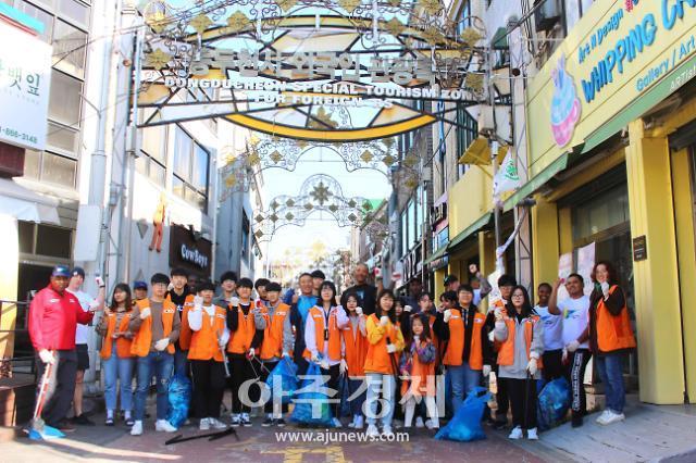동두천 청소년봉사단, 미2사단 장병과 환경정화 실시