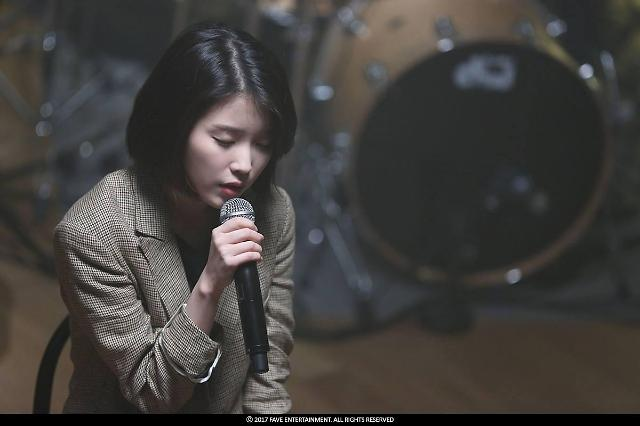 Singer-actress IU postpones release of new album to express condolence on Sullis death
