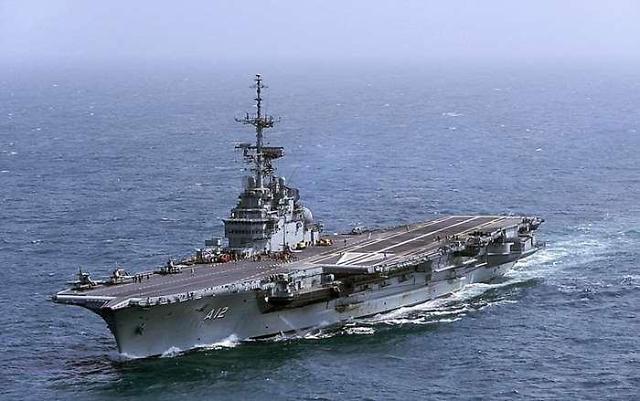 프랑스산(産) 항공모함이 단돈 15억원... 軍의 선택은