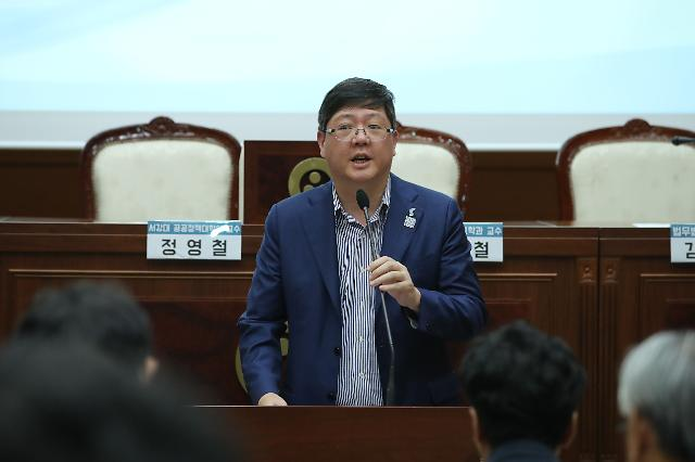 'DJ 3남' 김홍걸, 내년 총선 도전 공식화…'DJ 비서실장' 박지원과 맞붙나