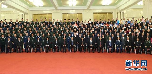 중국 잔치는 끝났다…경제·외교적 험로 직면