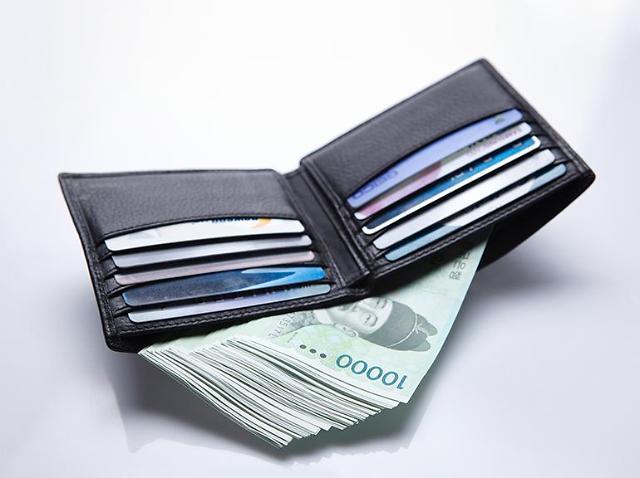 韩收入两极化严峻 高新阶层年薪近900万