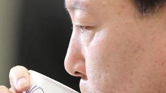 """윤석열 """"검찰개혁 과감히 실행""""... 의혹보도 언론사엔 """"사과하면 재고"""""""
