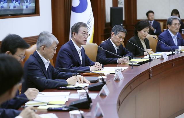 [10월 18일 조간칼럼 핵심요약] 대통령의 긴급경제장관회의, 정책 전환으로 이어져야