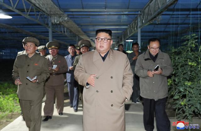 """김정은, 백두산 이어 농업현장도 방문…""""시대 변화 맞는 新모델 찾아야"""""""