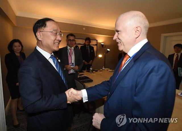 """홍남기 """"2%대 성장 위해 가용한 정책수단 총동원할 것"""""""