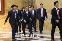 .韩国总统文在寅进入国会会场.