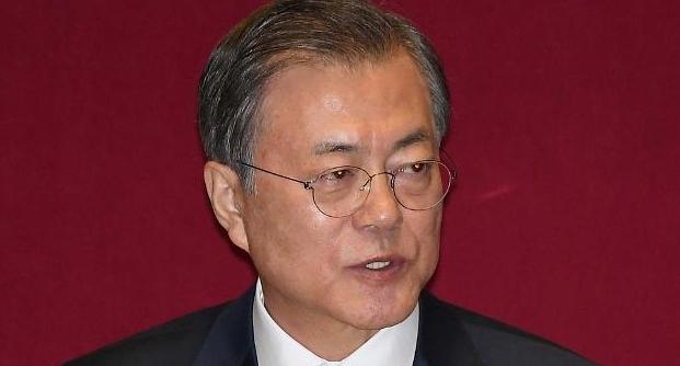 """문재인 대통령 """"경제활력·민생 살리기 절박""""…野 지도부 만나 '쓴웃음'도(종합)"""