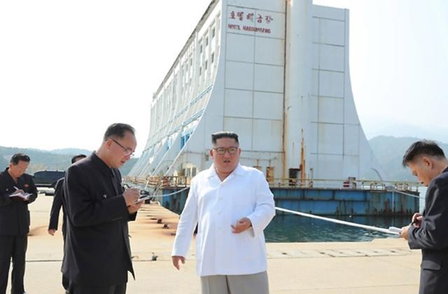 [포토] 금강산 남측 시설 철거 지시하는 김정은