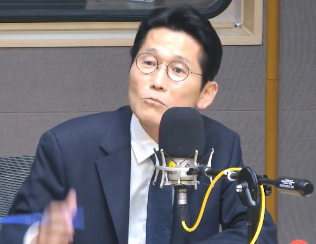 """뉴스공장, 윤소하 의원 """"계엄령이 시행되지 않아 살아있다"""""""