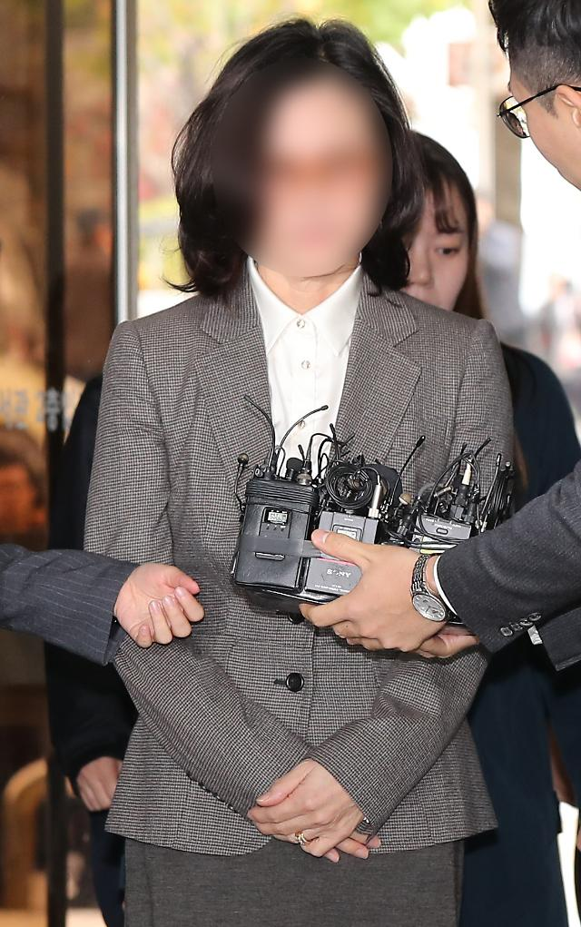 チョ・グク前法務部長官の夫人チョン・ギョンシム教授、23日に拘束前被疑者尋問へ
